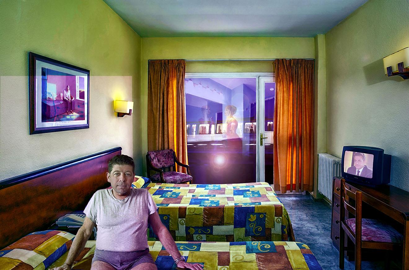 Chambre d'hotel avec personnage