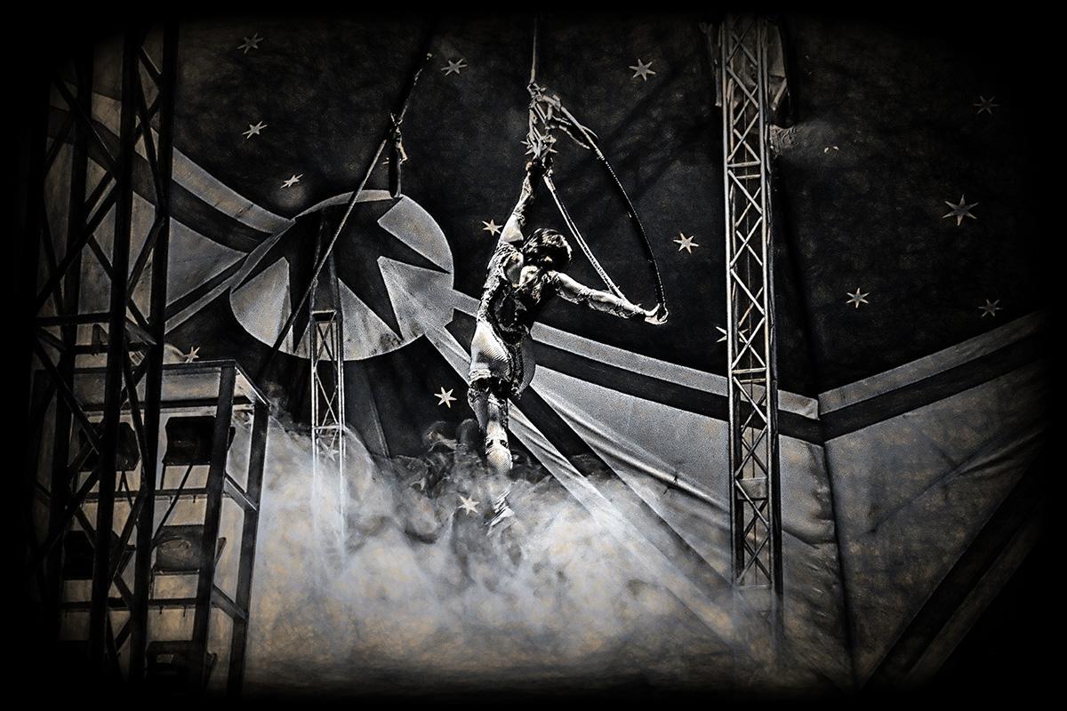 l'acrobate du cirque noir